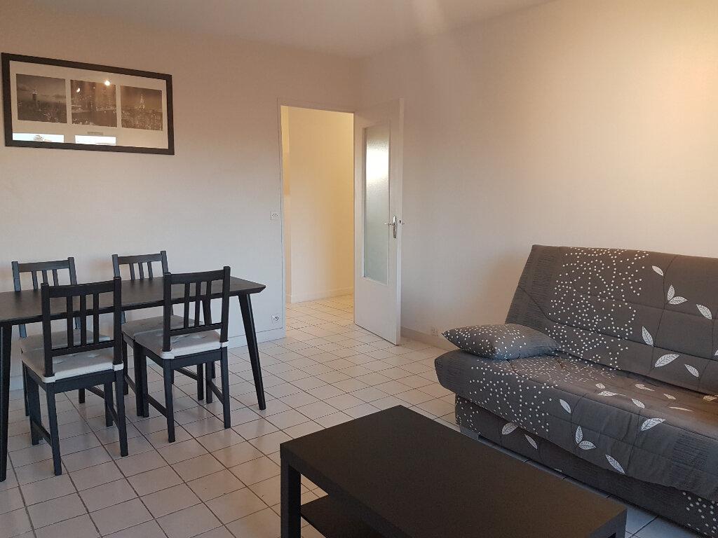 Location Appartement 2 pièces à Bron - vignette-1