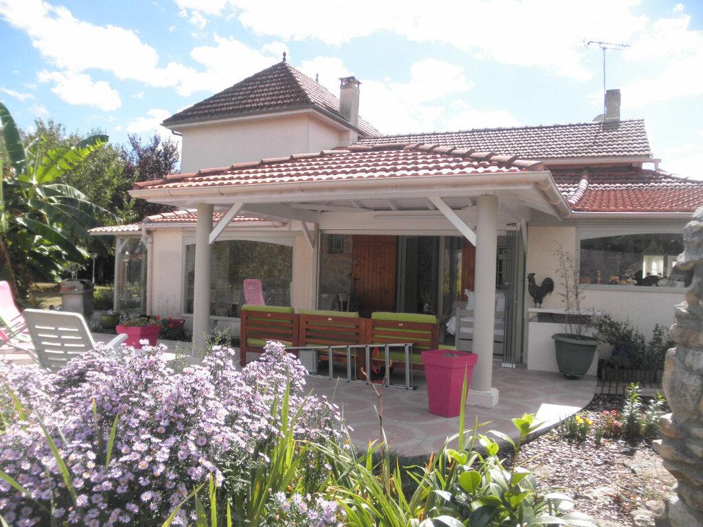 Achat Maison 6 pièces à Saint-Sauveur-de-Puynormand - vignette-1