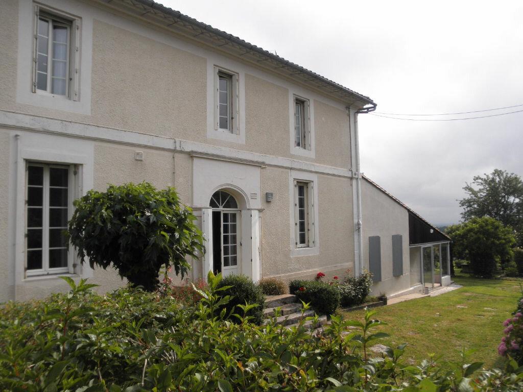 Achat Maison 9 pièces à Saint-Philippe-d'Aiguille - vignette-1