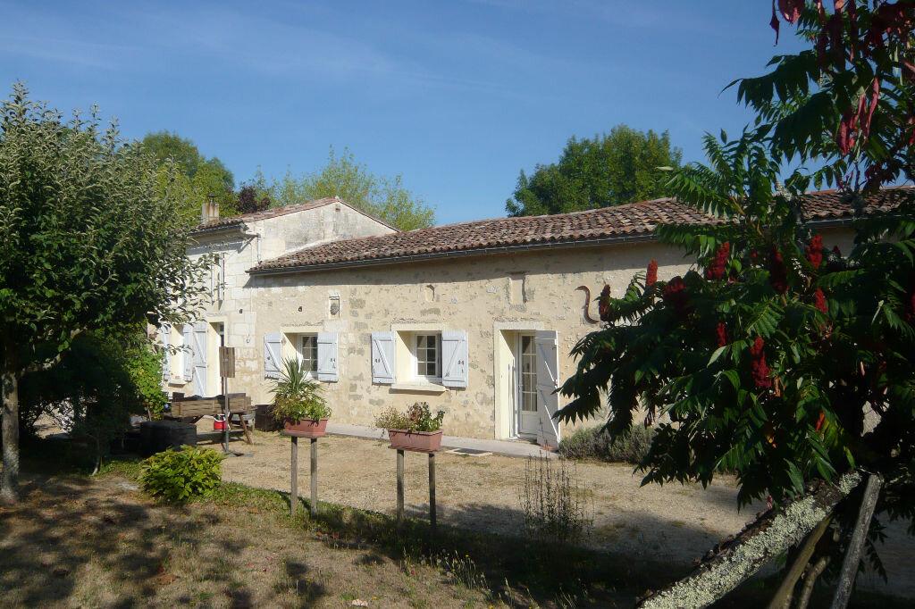 Achat Maison 5 pièces à Saint-Martin-du-Bois - vignette-1