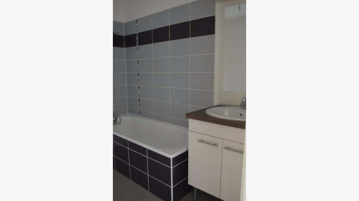Location Appartement 3 pièces à Sains-en-Gohelle - vignette-3
