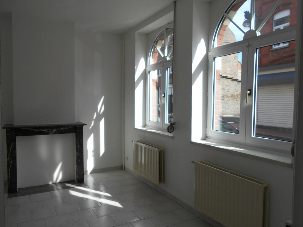 Location Maison 6 pièces à Béthune - vignette-2