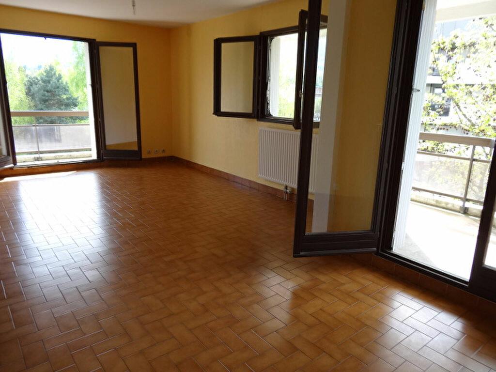Achat Appartement 3 pièces à La Motte-Servolex - vignette-2