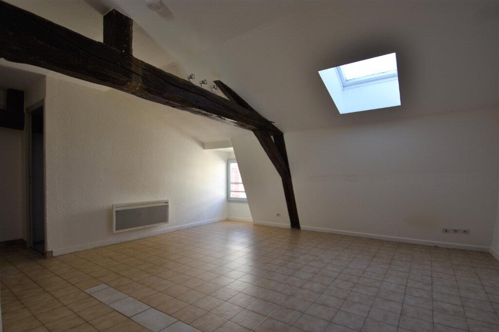 Location Appartement 3 pièces à Cluny - vignette-2