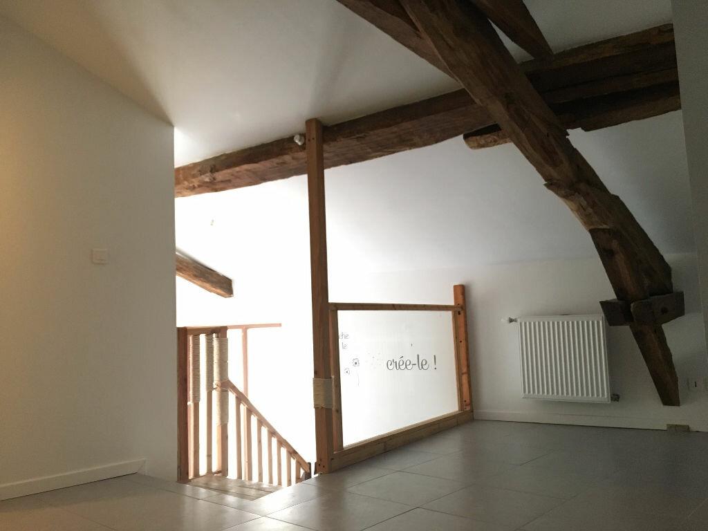 Location Appartement 3 pièces à Jullié - vignette-2