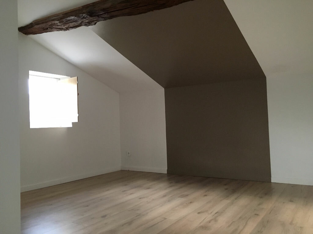 Location Appartement 3 pièces à Jullié - vignette-3