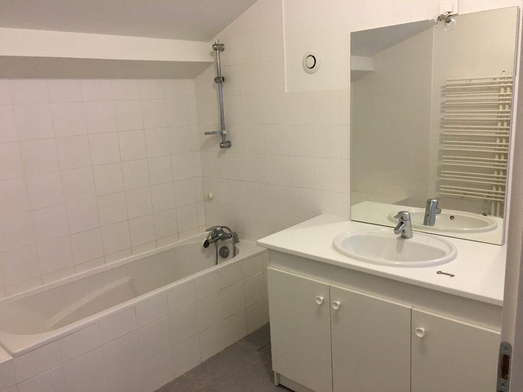 Location Appartement 3 pièces à Jullié - vignette-5