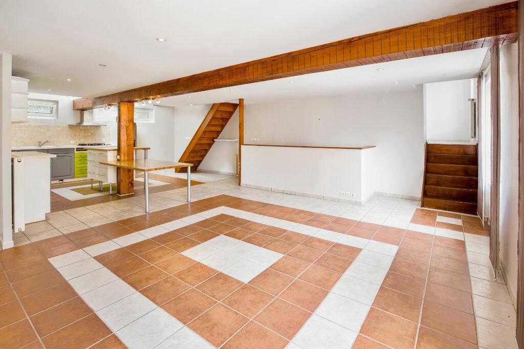 Achat Appartement 5 pièces à Saint-Laurent-sur-Saône - vignette-2