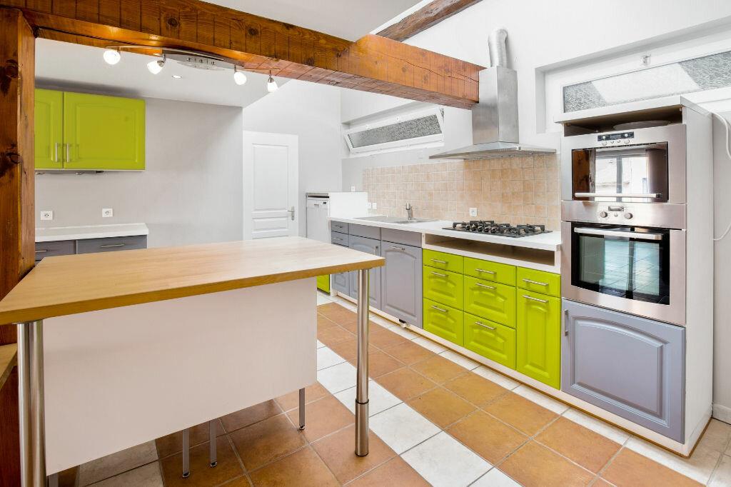Achat Appartement 5 pièces à Saint-Laurent-sur-Saône - vignette-4