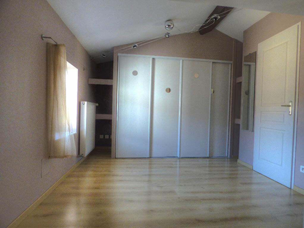 Achat Appartement 5 pièces à Saint-Laurent-sur-Saône - vignette-8