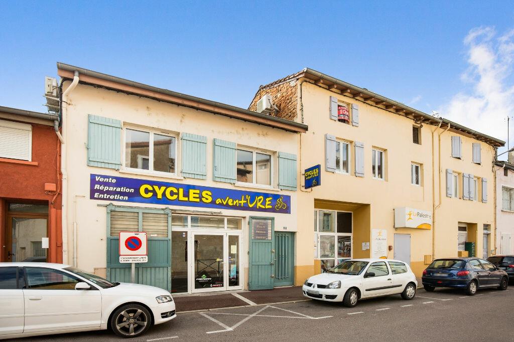 Achat Appartement 5 pièces à Saint-Laurent-sur-Saône - vignette-9