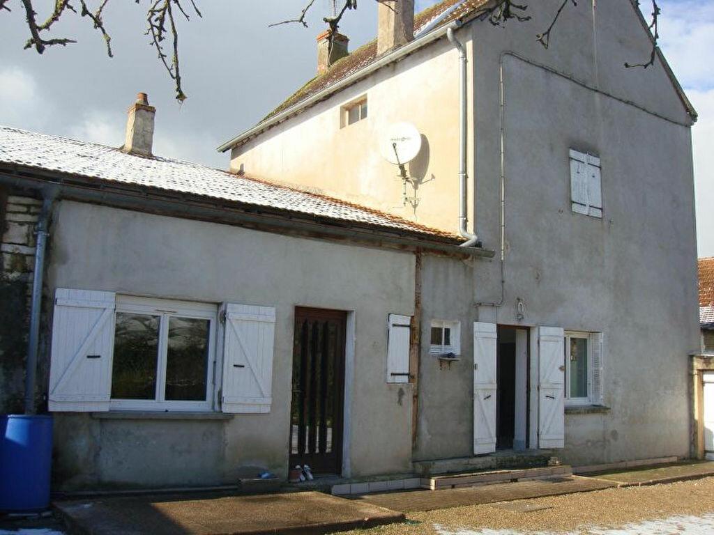 Location Maison 5 pièces à Salornay-sur-Guye - vignette-1