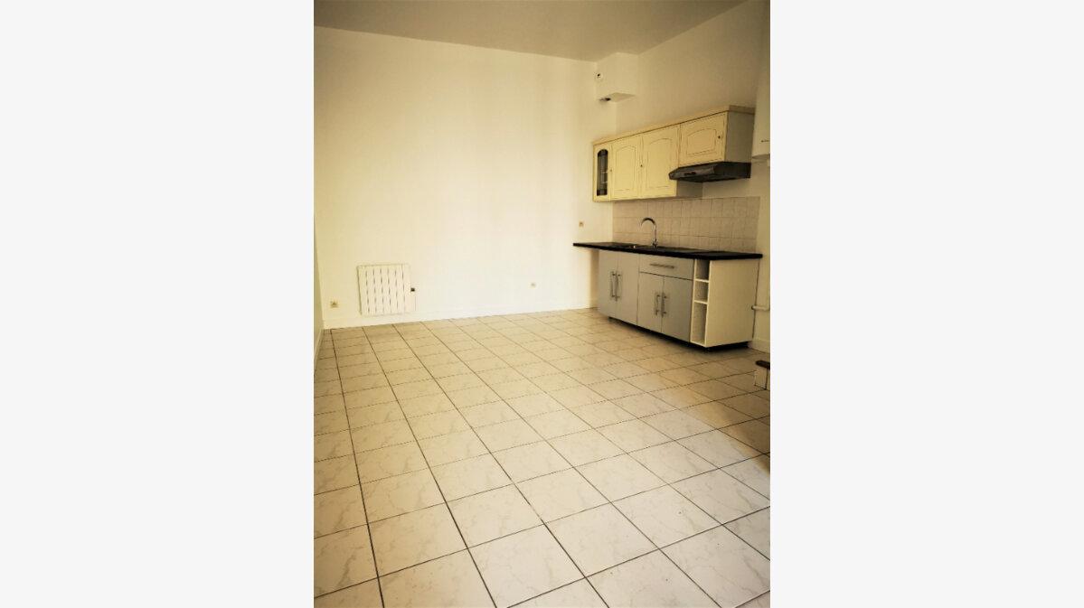 Location Appartement 3 pièces à La Ville-du-Bois - vignette-1