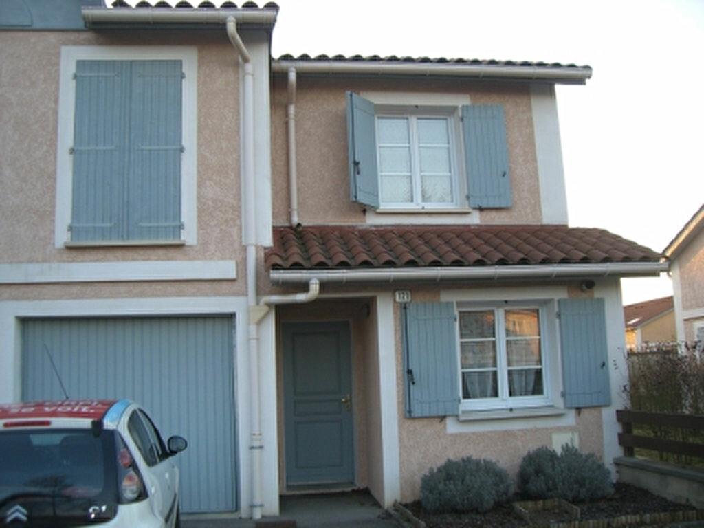 Location Maison 4 pièces à Bourg-en-Bresse - vignette-1