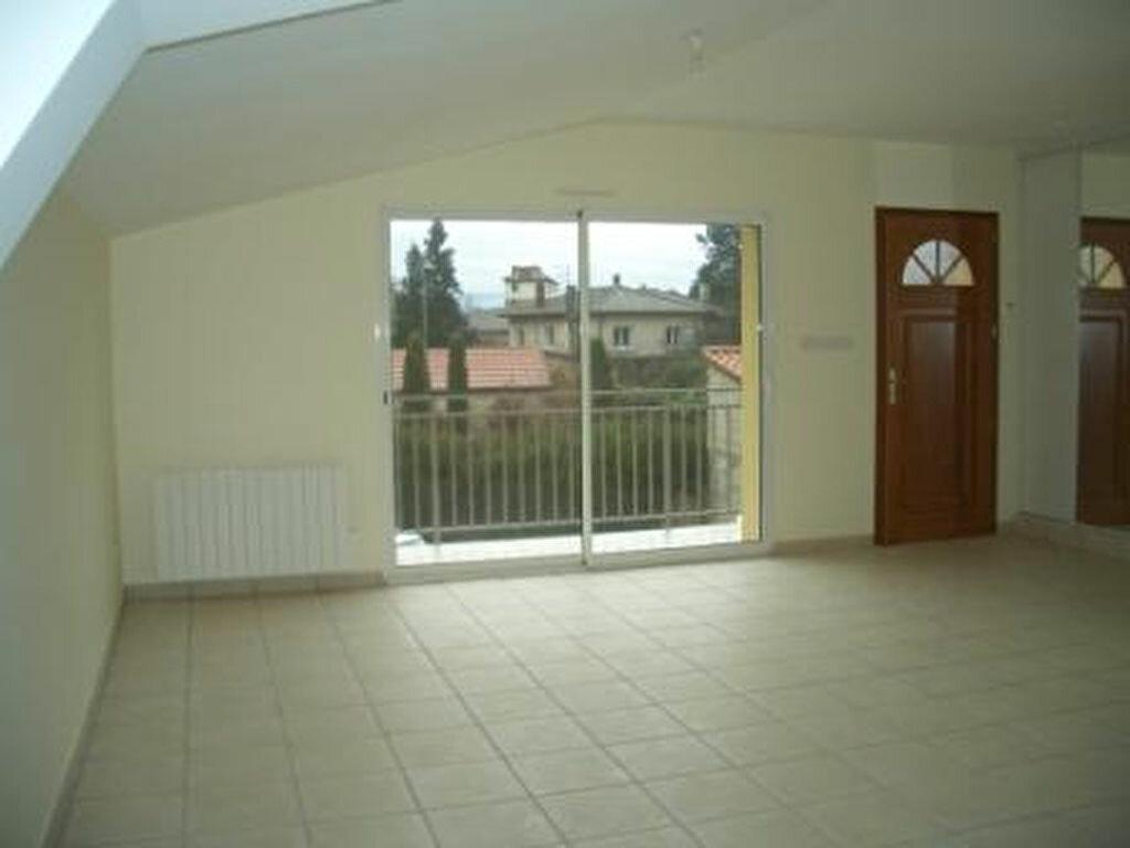 Location Appartement 3 pièces à Saint-Denis-lès-Bourg - vignette-1
