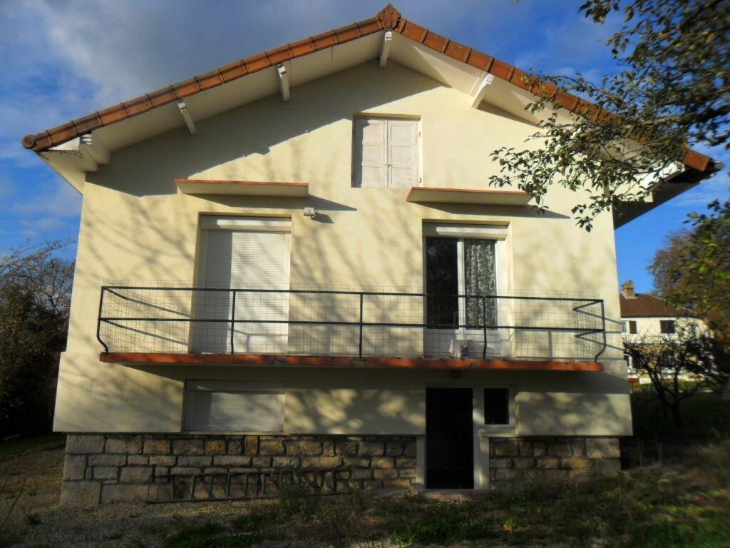 Location Maison 4 pièces à Saint-Amour - vignette-1