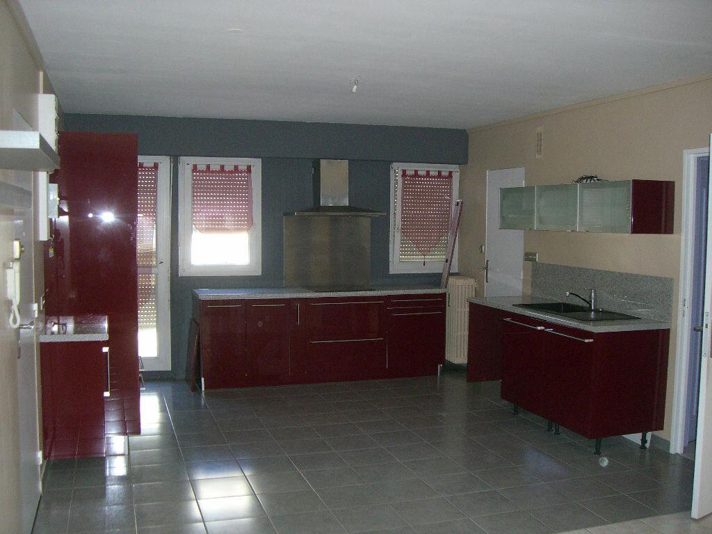Location Appartement 3 pièces à Bourg-en-Bresse - vignette-1