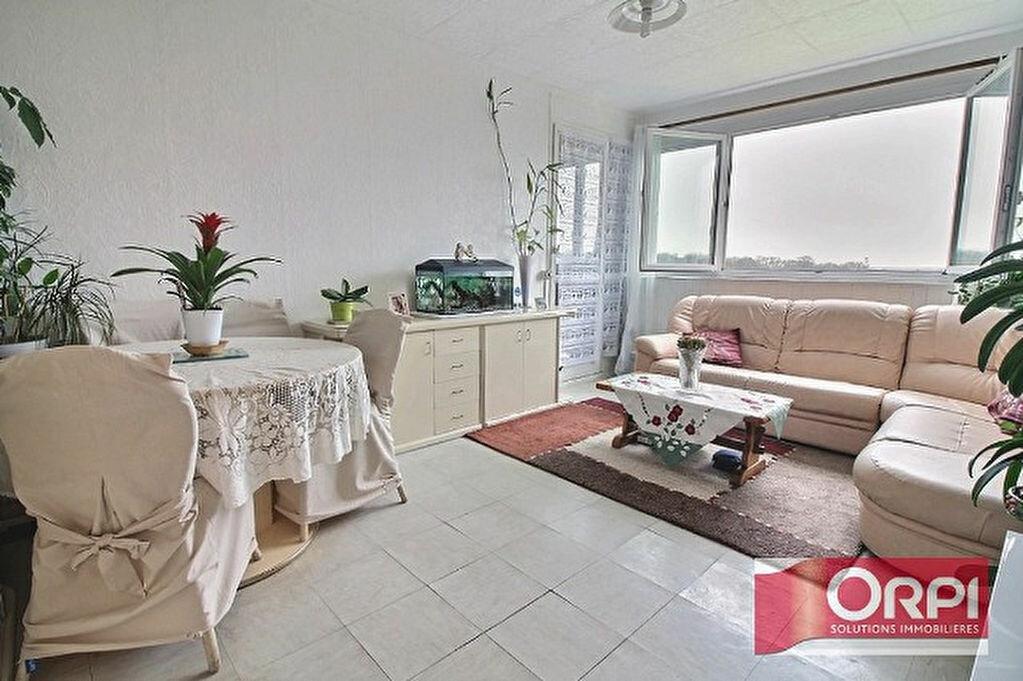 Achat Appartement 3 pièces à Ris-Orangis - vignette-2
