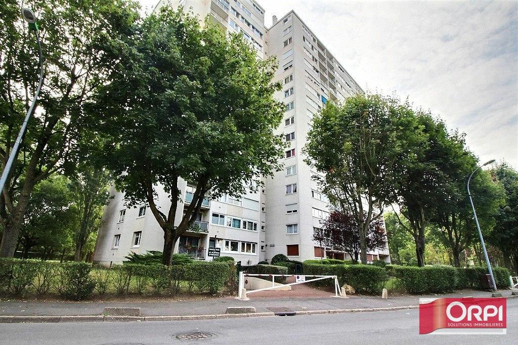 Achat Appartement 5 pièces à Ris-Orangis - vignette-1