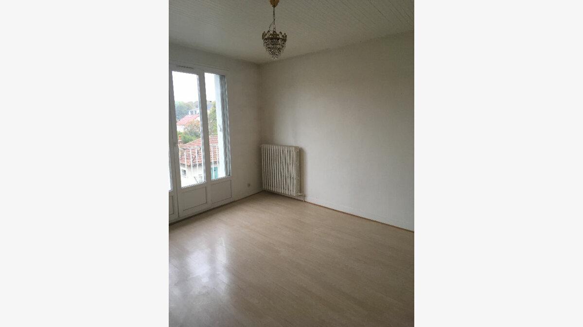 Location Appartement 3 pièces à Villepinte - vignette-1