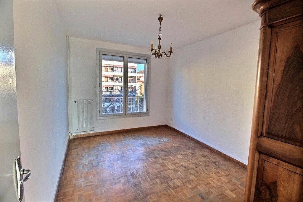 Achat Appartement 4 pièces à Marseille 4 - vignette-5