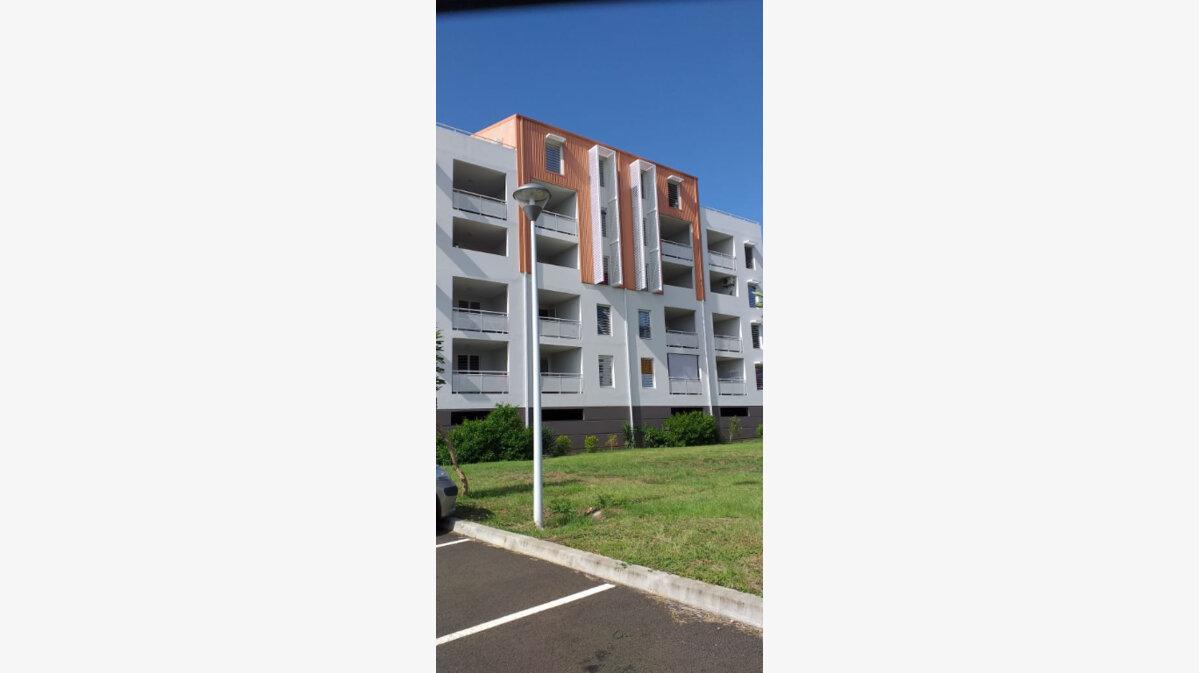 Location Appartement 4 pièces à Fort-de-France - vignette-1
