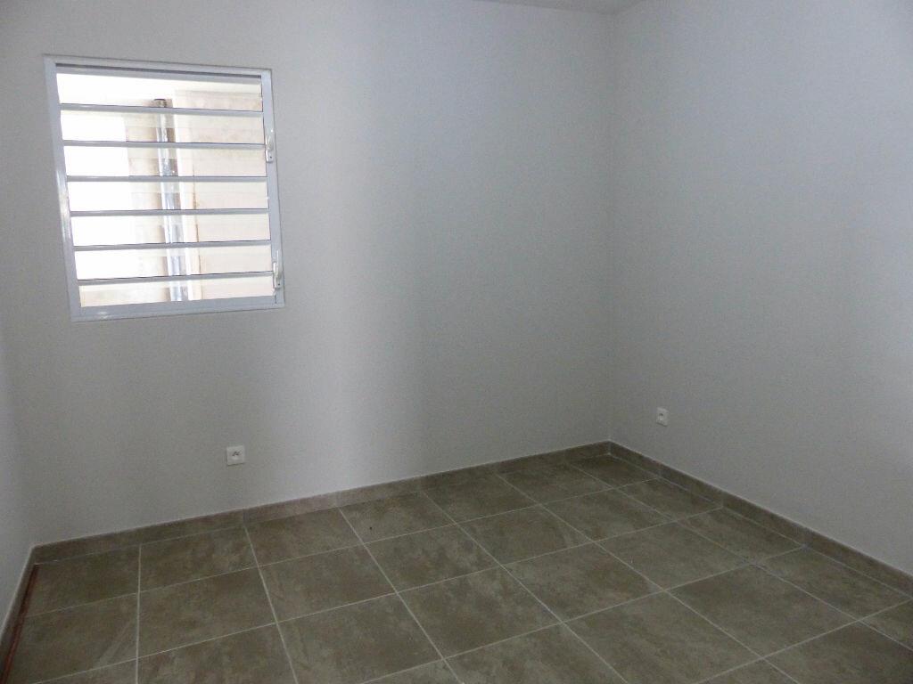 Location Appartement 4 pièces à Fort-de-France - vignette-4
