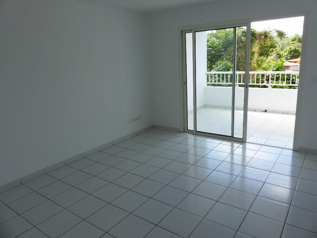 Location Appartement 4 pièces à Le Lamentin - vignette-2