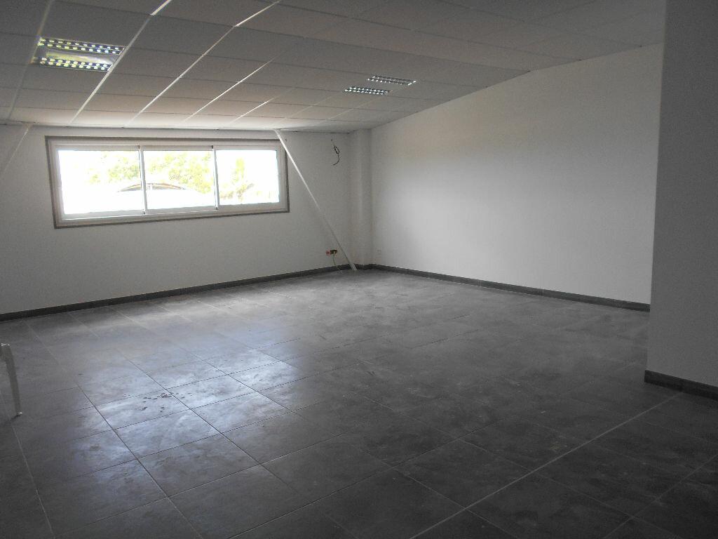 Location Bureaux  à Ducos - vignette-2