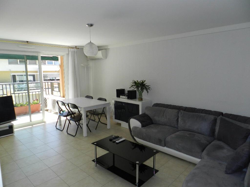 Achat Appartement 3 pièces à Saint-Laurent-du-Var - vignette-1