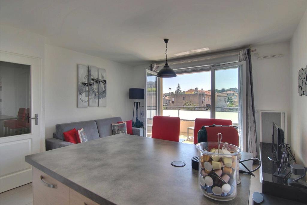 Achat Appartement 2 pièces à Saint-Laurent-du-Var - vignette-8
