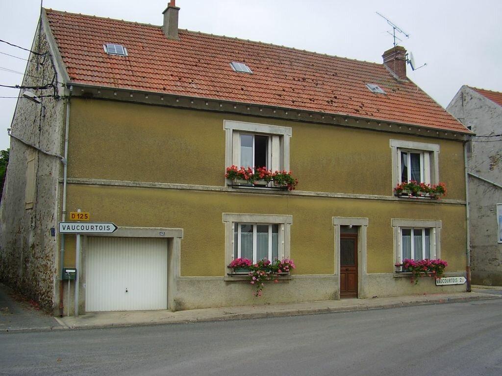 Location Maison 4 pièces à Coulommes - vignette-1