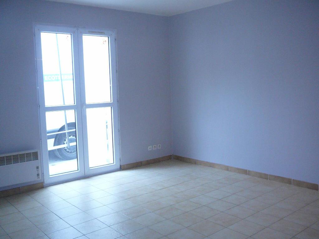 Location Appartement 1 pièce à Chambry - vignette-1
