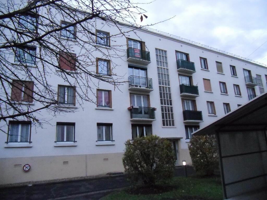 Location Appartement 4 pièces à Chelles - vignette-1