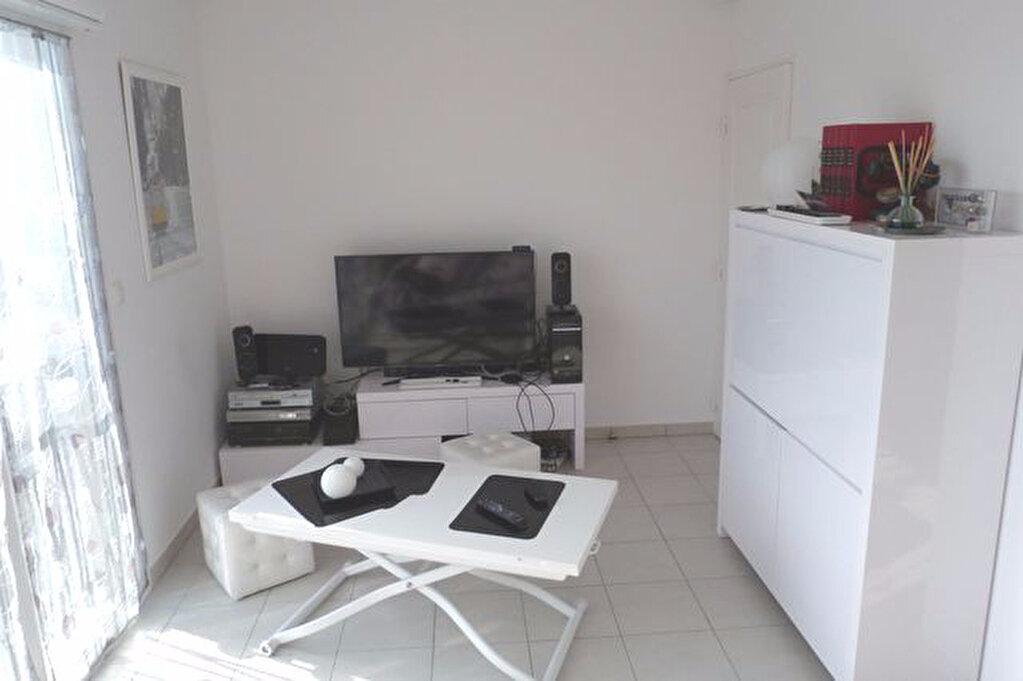 Location Appartement 1 pièce à Irigny - vignette-1