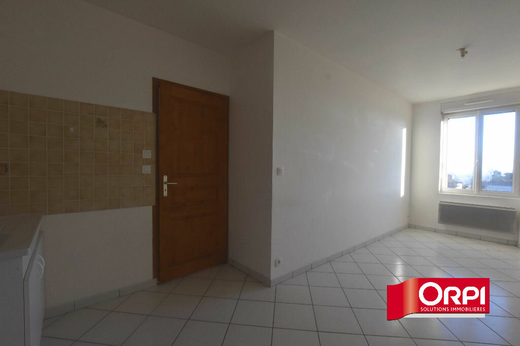 Location Appartement 2 pièces à Saint-Laurent-de-Chamousset - vignette-2