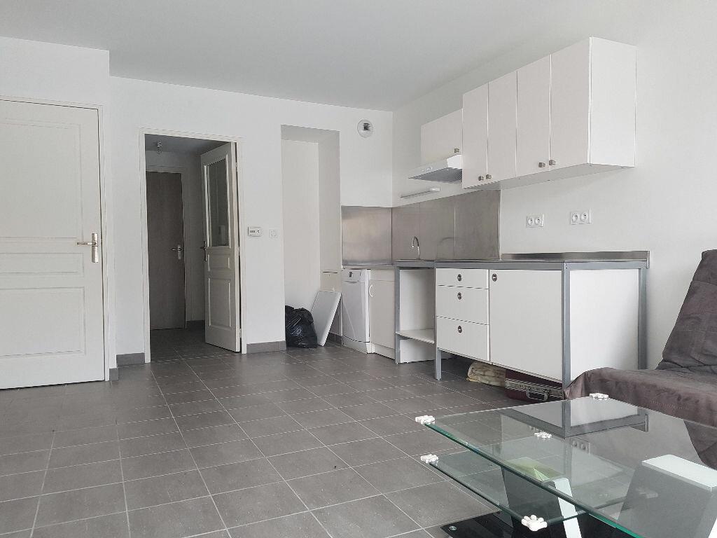Location Appartement 2 pièces à Saint-Martin-en-Haut - vignette-1