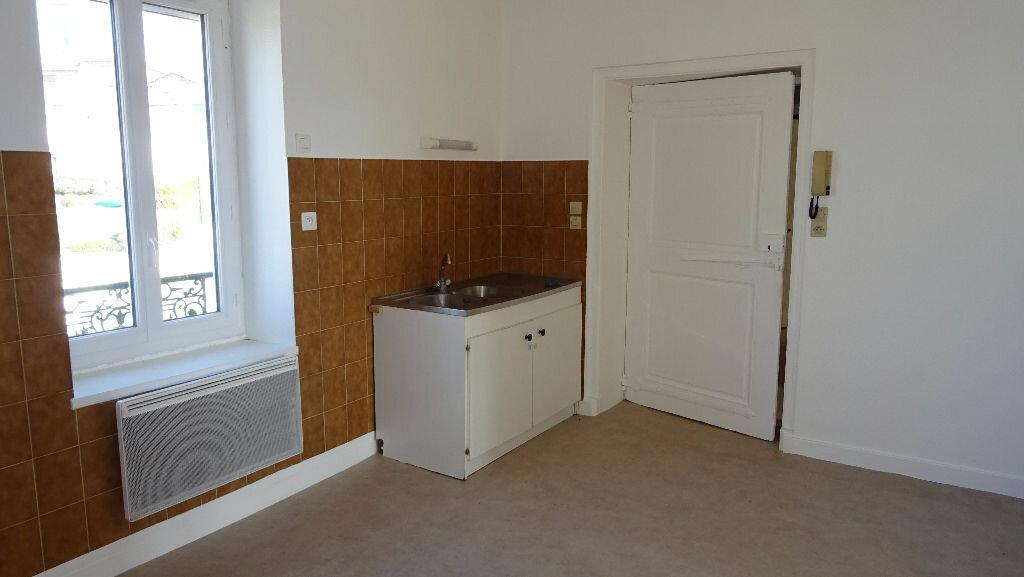 Location Appartement 3 pièces à Saint-Martin-en-Haut - vignette-3