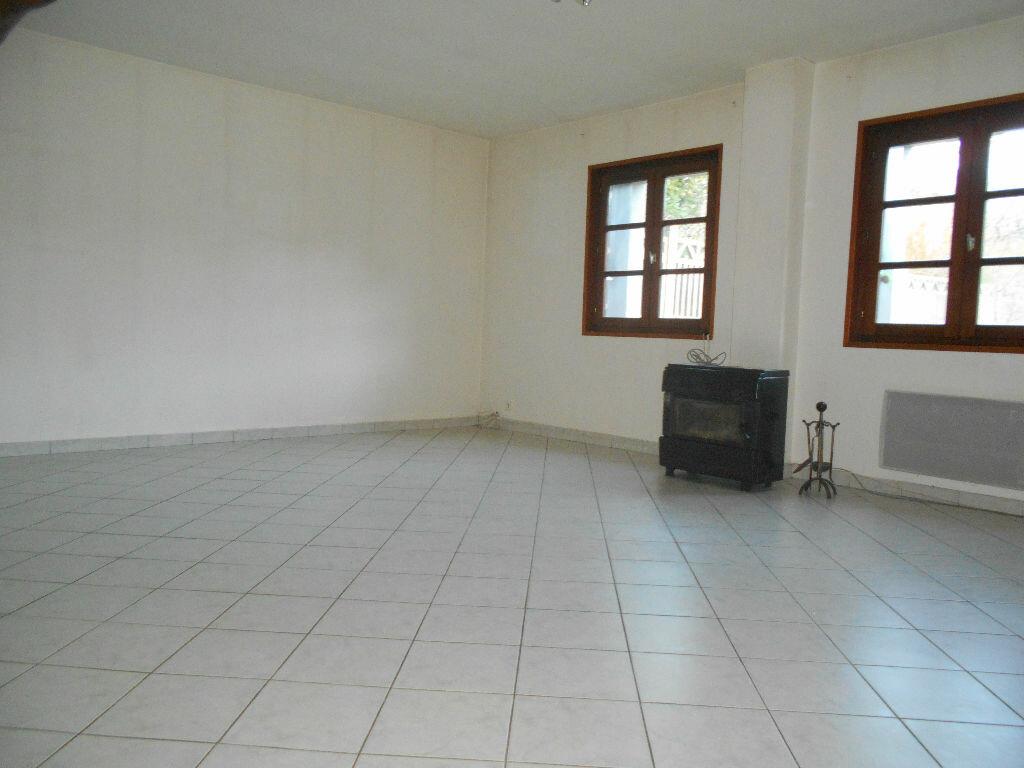 Location Maison 3 pièces à Châtelus - vignette-1