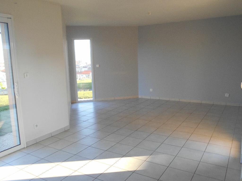 Location Maison 4 pièces à Saint-Symphorien-sur-Coise - vignette-1