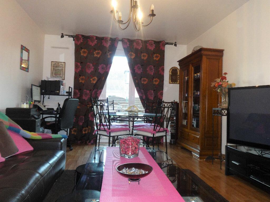 Achat Appartement 3 pièces à Saint-Ouen-l'Aumône - vignette-2