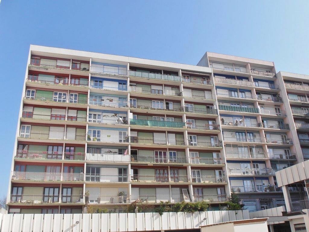 Achat Appartement 4 pièces à Saint-Ouen-l'Aumône - vignette-1
