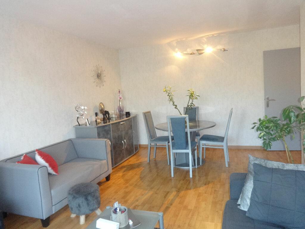 Location Appartement 3 pièces à Saint-Ouen-l'Aumône - vignette-1