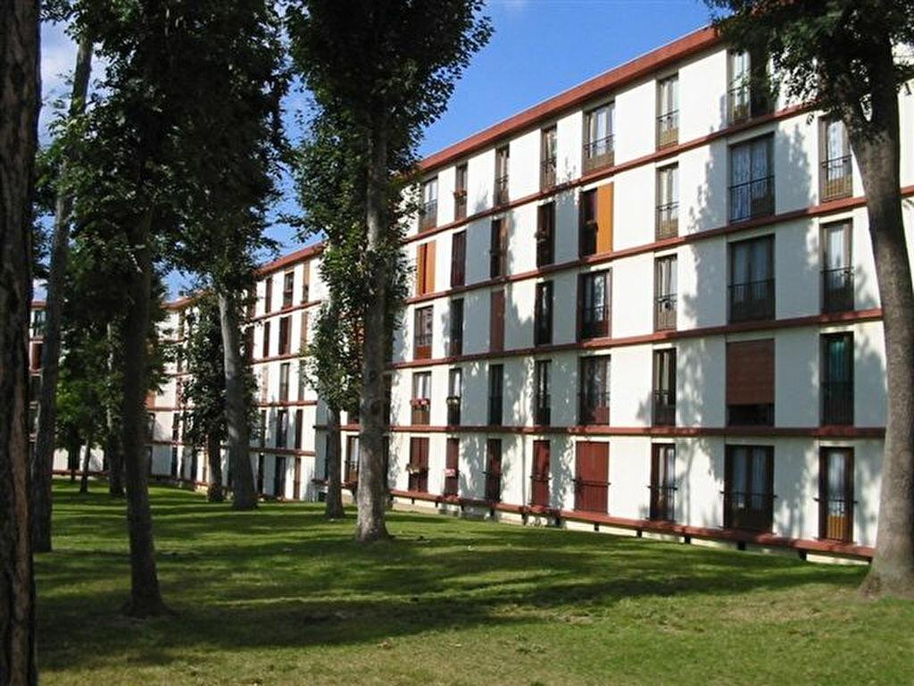 Location Appartement 4 pièces à Brie-Comte-Robert - vignette-1