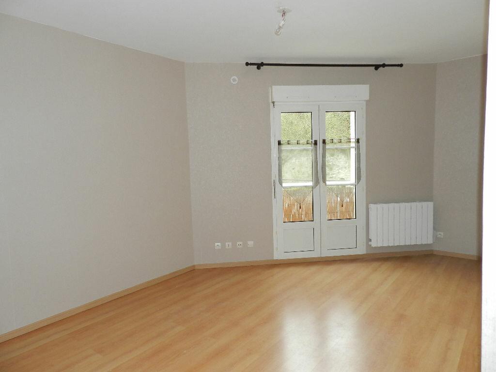 Location Appartement 1 pièce à Brie-Comte-Robert - vignette-1