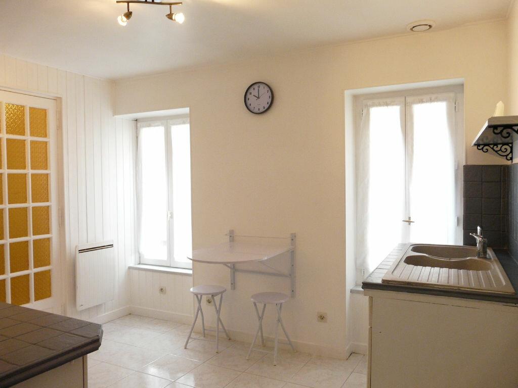 Achat Appartement 2 pièces à Chaumes-en-Brie - vignette-2