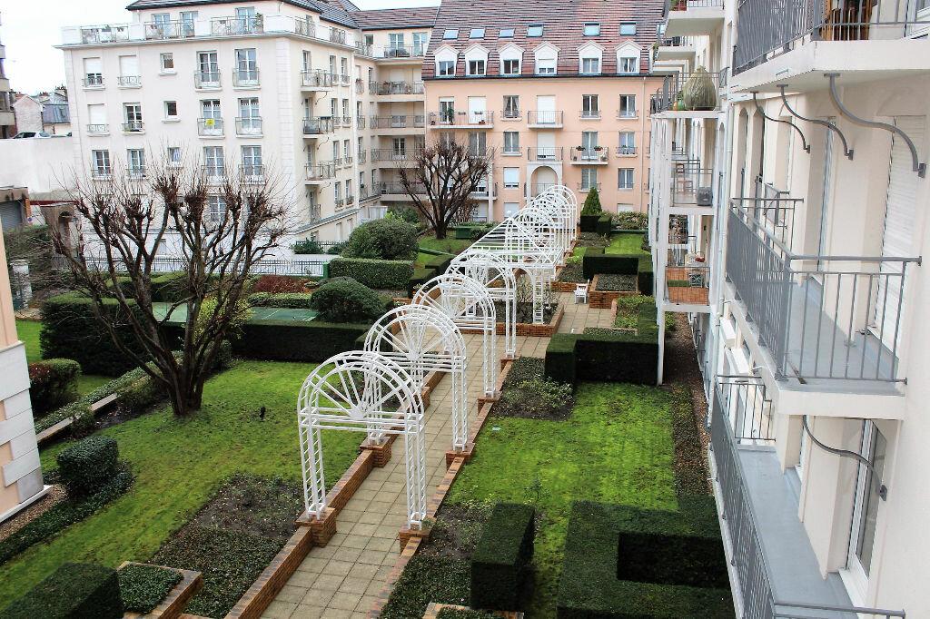 Location Appartement 1 pièce à Poissy - vignette-1