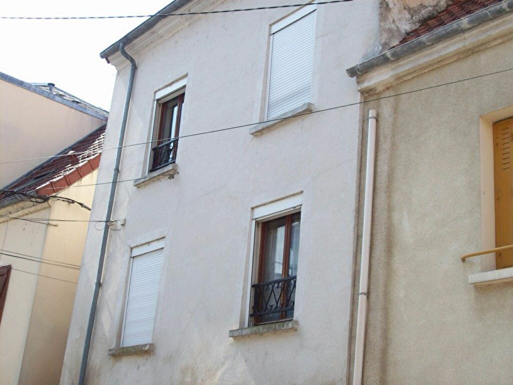 Location Appartement 1 pièce à La Ferté-sous-Jouarre - vignette-1