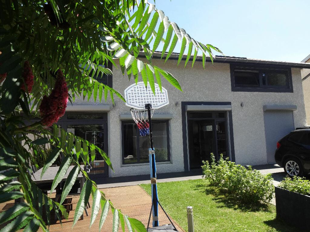 Achat Maison 5 pièces à Bourg-Saint-Christophe - vignette-1