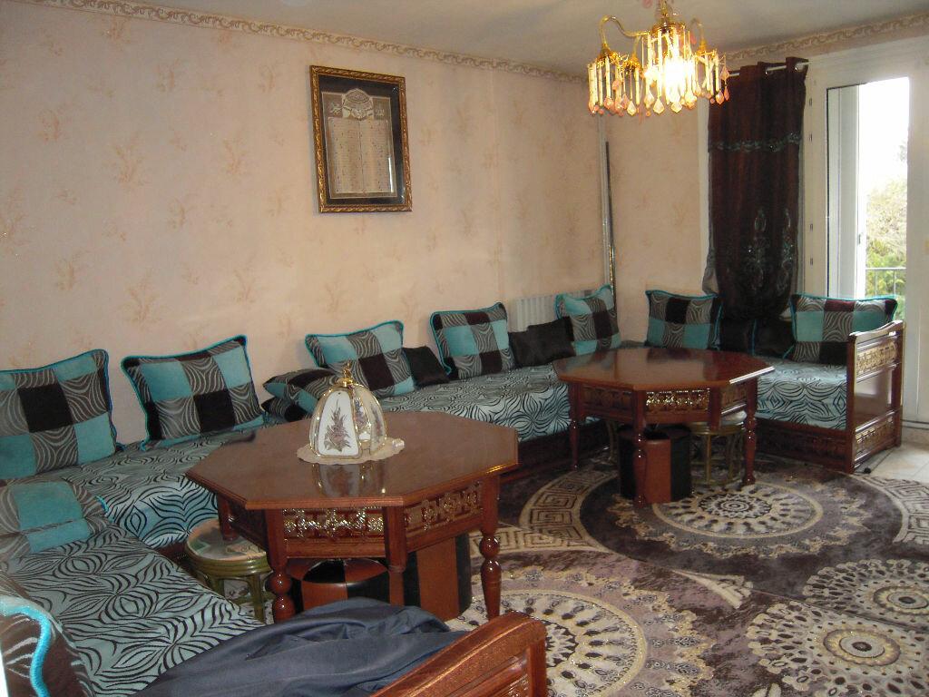 Achat Appartement 3 pièces à La Chapelle-Saint-Luc - vignette-1